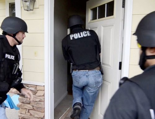 When Can Police Search a Visitor's Personal Belongings during a Search Warrant?